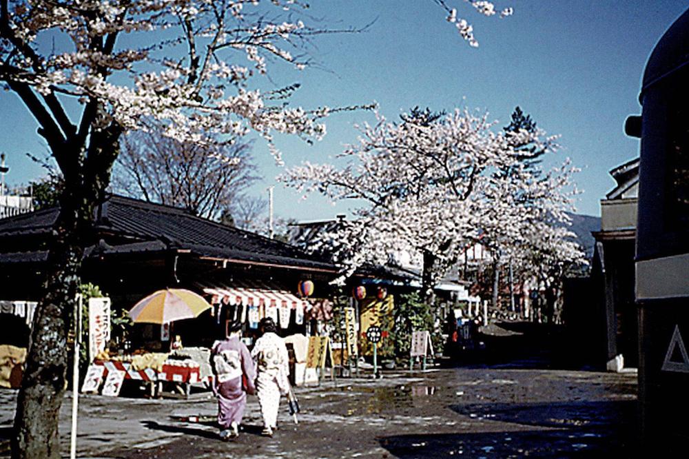 中村屋外観カラー写真